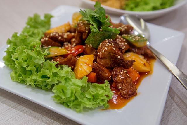 Whole Earth phục vụ những món chay mang phong cách Thái