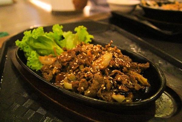 Món bò xào kiểu Hàn Quốc ăn ở Singapore