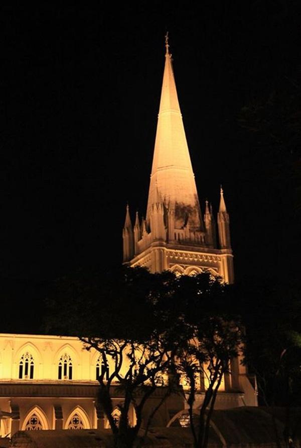 Nhà thờ St,Andrew về đêm