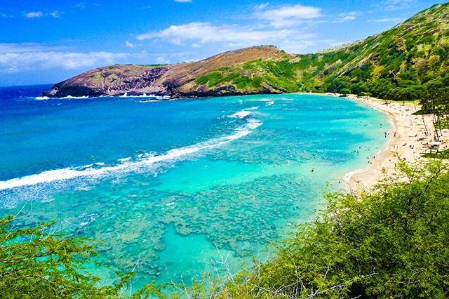 Màu nước xanh như ngọc của các bãi biển ở Honolulu làm mê đắm mọi du khách