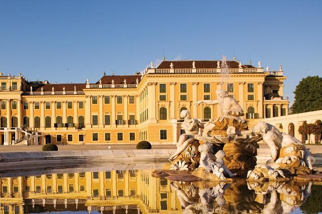 Vẻ đẹp đơn giản của Cung điện mùa hè - Schönbrunn Palace