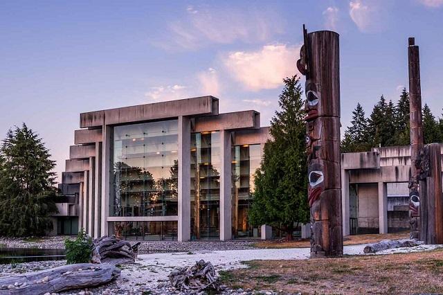 Kiểu kiến trúc lạ của bảo tàng Nhân chủng học Vancouver
