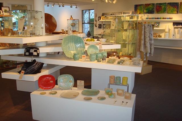 Tác phẩm gốm được trưng bày trong BC Ceramics