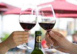 Cách uống rượu vang thể hiện sự đẳng cấp bạn cần biết