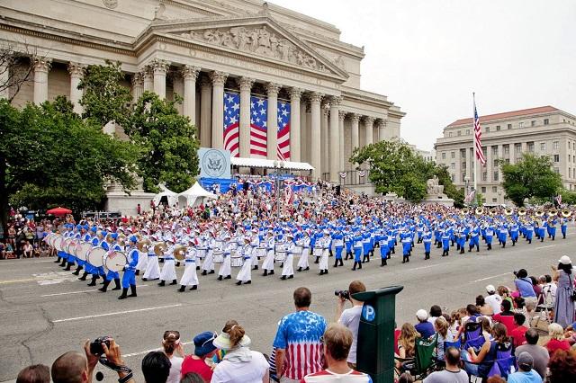 Những cuộc diễu hành thường được tổ chức vào ngày độc lập trên đường phố Washington