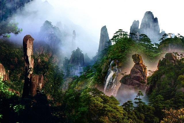 Quanh năm khu vực núi Ngõa Ốc bao phủ bởi sương mù như một cảnh bồng lai tiên cảnh