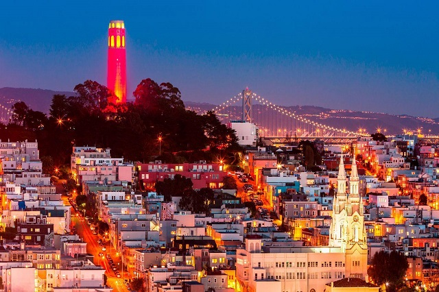 Tháp Coit là nơi lý tưởng để ngắm cảnh thành phố San Francisco