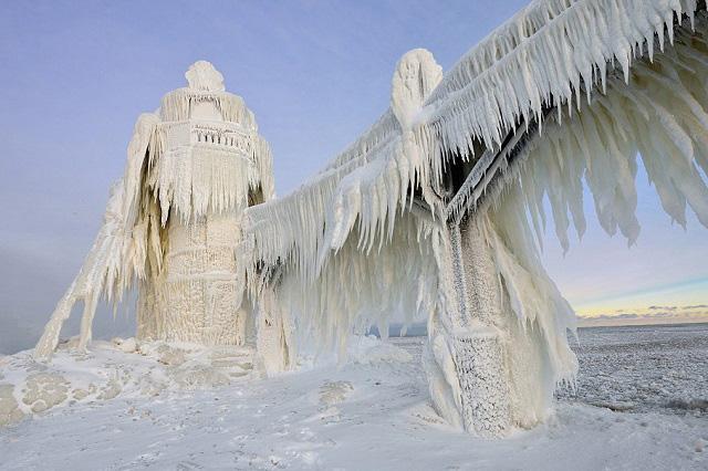 Vẻ đẹp độc đáo của hồ Michigan vào mùa đông
