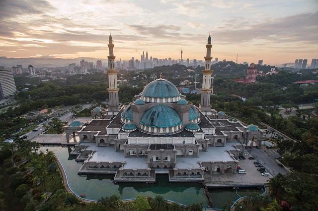 Nhà thờ Hồi giáo Masjid Jamek là một công trình tiêu biểu của đạo Hồi ở kuala Lumpur