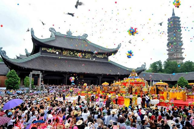 Không khí náo nhiệt của lễ hội chùa Hương