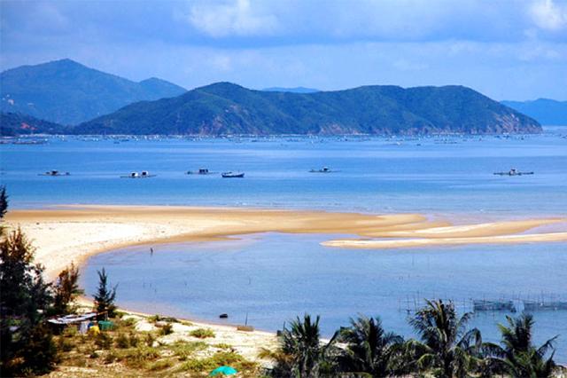 Bãi biển Đồ Sơn hoang sơ nhưng đẹp quyến rũ