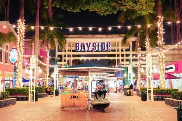 Bayside Marketplace lúc nào cũng lộng lẫy trong mắt những tín đồ shopping