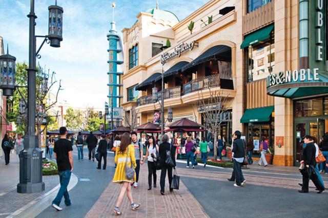 The Grove là trung tâm thương mại hàng đầu tại Los Angeles có thể làm hài lòng mọi du khách