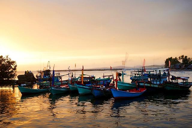 Vẻ đẹp yên bình của làng chài cổ Hàm Ninh