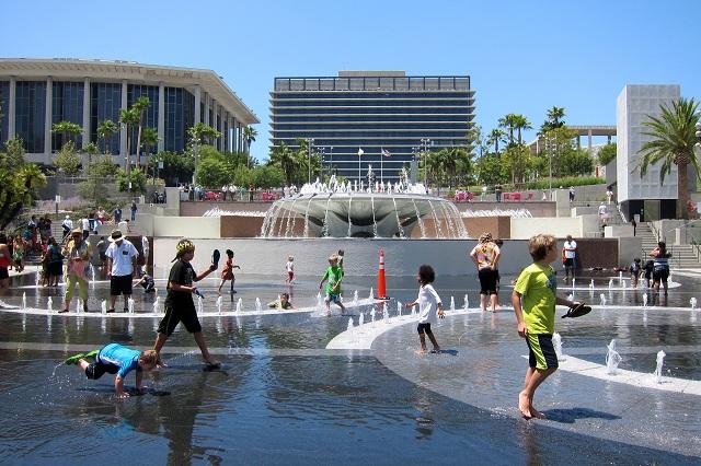 Grand Park sở hữu nhiều cảnh quan đẹp cho bạn tha hồ thư giãn, vui chơi và dạo bộ
