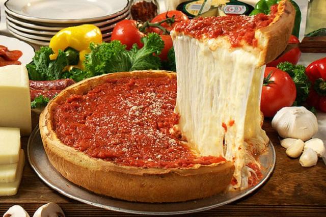 Pizza nhân nhồi cực ngon ở Chicago