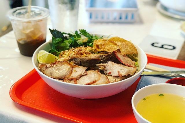 Cao lầu là món ăn nổi tiếng bậc nhất tại phố cổ Hội An