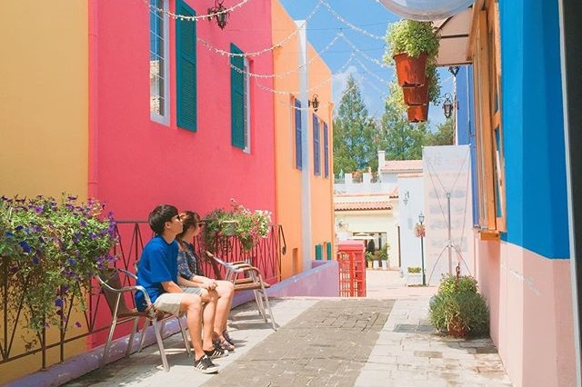 Khung cảnh làng Meta Provence đầy màu sắc