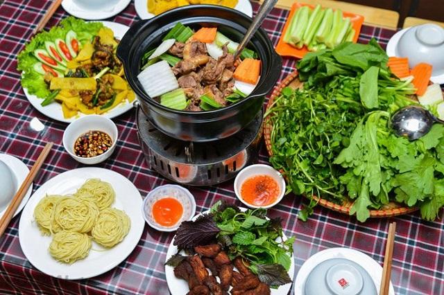 Lẩu khô là món ăn độc đáo mà bạn nên thử khi đến với Hong Kong